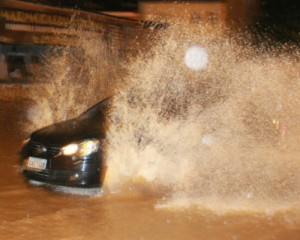 Detran.SP dá dicas para dirigir com segurança durante a chuva