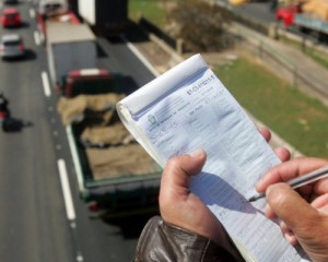 Proposta exige que multa de trânsito informe modelo e cor do veículo