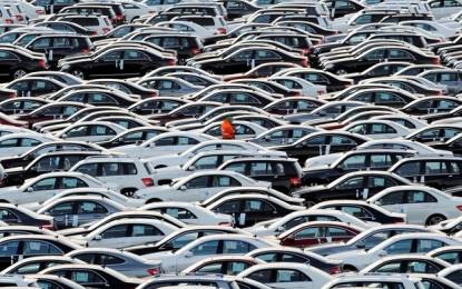 Venda e produção de veículos caíram quase pela metade em 4 anos