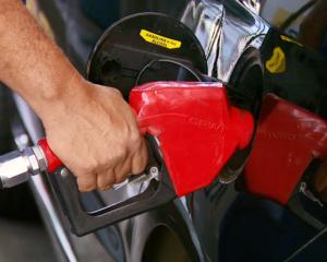 Preço da gasolina cai e atinge menor valor em 8 semanas, diz ANP