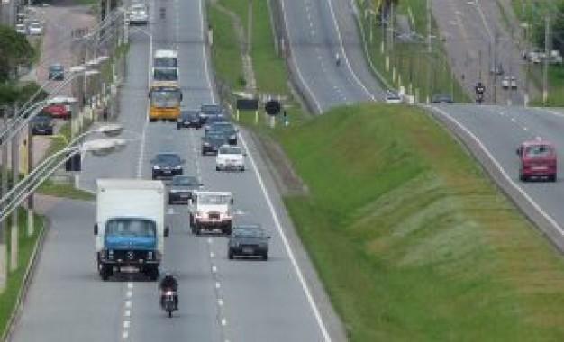 Comissão aprova fim de farol aceso durante o dia em rodovias no perímetro urbano
