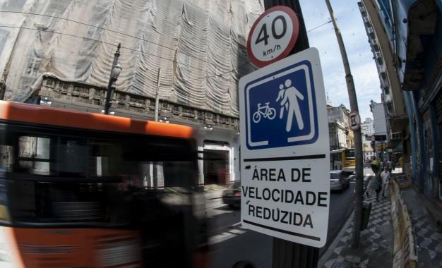 Redução de velocidade em vias urbanas é uma das saídas para poupar vidas no trânsito