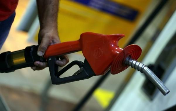 preco-da-gasolina-cai-ao-menor-valor-em-16-meses-aponta-anp