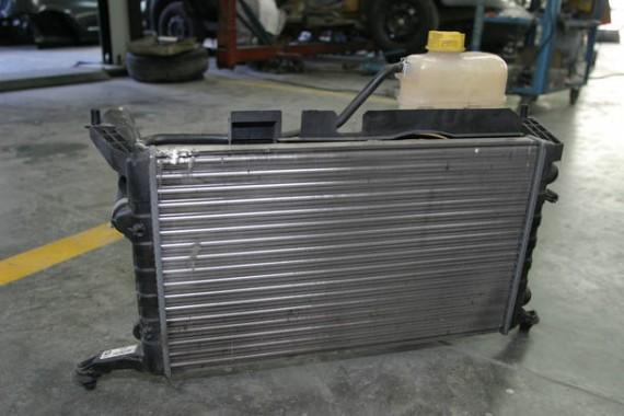 RADIADOR09 - SAO PAULO - 19-04-07 RADIADOR - JORNAL DO CARRO.Foto do servico de limpeza do radiador como mostra, o mecanico Wilsom Ferigato.Foto Claudio Teixeira/AE