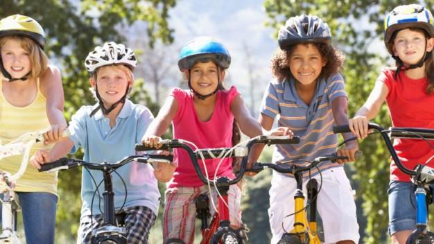 nas-ferias-condutores-devem-estar-atentos-aos-ciclistas-mirins-nas-ruas