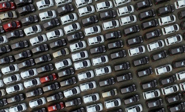 Governo tem 15 dias para definir se 2018 começará com nova regra no IPI de carros