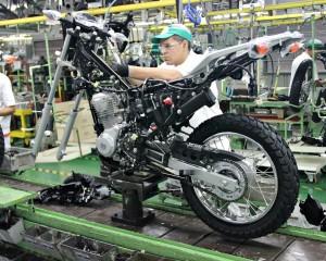 Produção de motos no Brasil cai 13,5% em agosto, diz Abraciclo