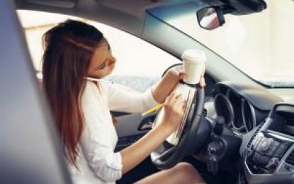 Você sabia que comer ao dirigir é uma infração de trânsito?