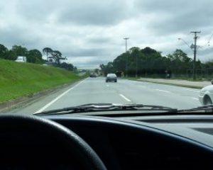 Pesquisa constata atitudes de motoristas brasileiros em rodovia