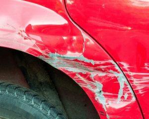O que fazer se o carro for danificado em um estacionamento?