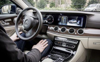 Motoristas vão precisar de certificação para conduzir carros autônomos