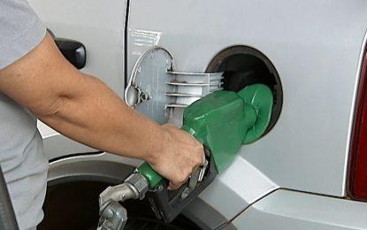 Preço da gasolina termina a semana em leve queda, mas média segue acima de R$ 4,22, diz ANP