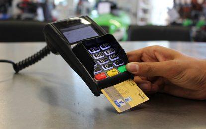 Após suspensão, Contran regulamenta pagamentos de multas com cartão de débito e crédito