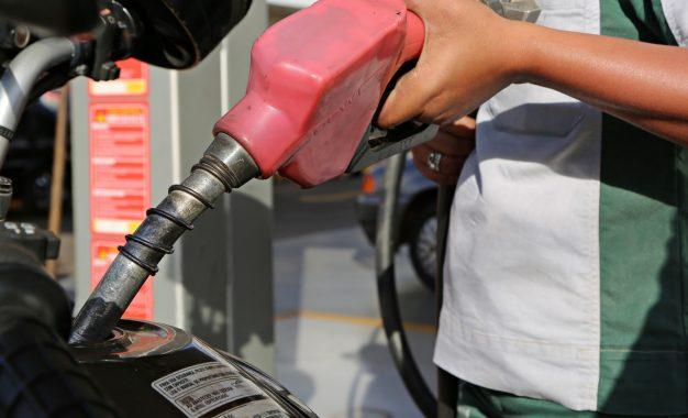 Preço do diesel tem leve alta após 5 semanas de queda, diz ANP