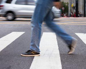 Resolução para multar pedestres e ciclistas pode ficar só no papel