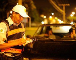 PLS estabelece que multa de trânsito por infração leve seja convertida em advertência