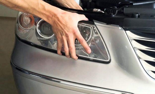Manter a originalidade na troca de componentes dos faróis garante a mesma eficiência e evita problemas no sistema de iluminação do veículo