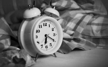 Fim do horário de verão pode afetar o sono e comprometer a condução segura