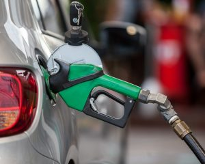 Preço médio da gasolina nas bombas cai pela 8ª semana seguida, diz ANP