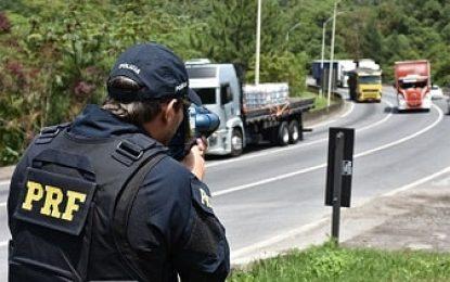 Bolsonaro determina suspensão de radares móveis em rodovias federais