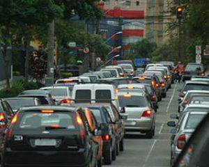 Mesmo com quarentena, 2 milhões de veículos voltam a circular em São Paulo e prefeitura estuda retomar rodízio