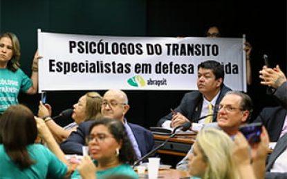 Especialistas defendem exame toxicológico para motoristas profissionais