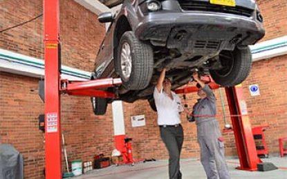 Os diferentes tipos de colas para reparos em automóveis