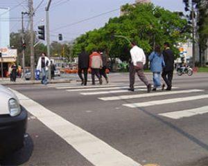 Motoristas e pedestres reconhecem melhorias no trânsito e diminuição de acidentes depois da instalação de radares