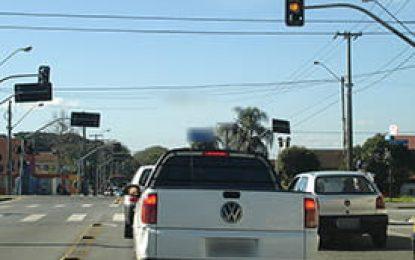 Novo modelo de veículo avisa sobre mudança da cor do semáforo