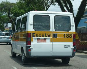 Projeto isenta vans escolares de taxas de serviço metrológico em razão da pandemia