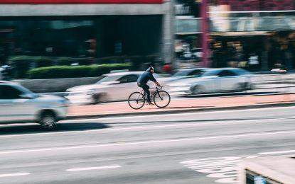 Número de internações hospitalares por acidentes entre ciclistas e outros veículos aumentou em 57% no Brasil