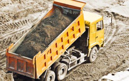 Caminhões basculantes: medidas que exigem instalação de dispositivo de segurança nas caçambas são ignoradas