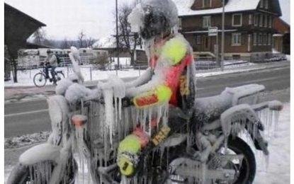Vai andar de moto no inverno? Esses itens não podem faltar