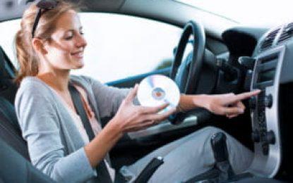 Ouvir música ao volante: entenda porque o hábito pode ser positivo